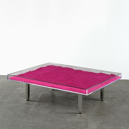 Yves Klein Tavolo plexiglass Vetro e pigmento rosa  357 x 1245 x 997 cm 3